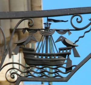 embleme lisbonne corbeaux