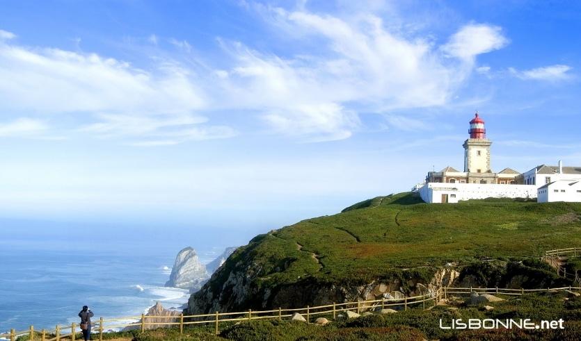 phare cabo do roca visible de la plage du guincho
