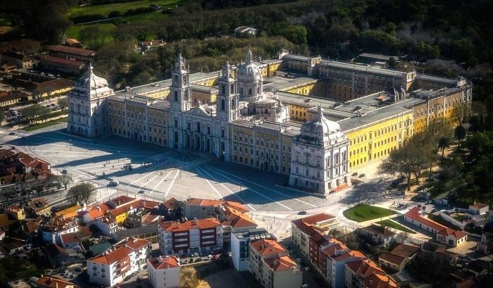 vue aérienne du palais national de mafra