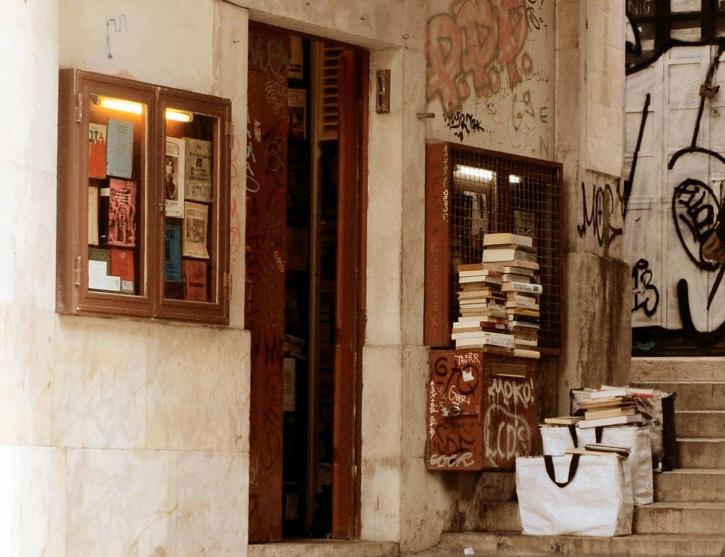 la plus petit librairie dans la mouraria