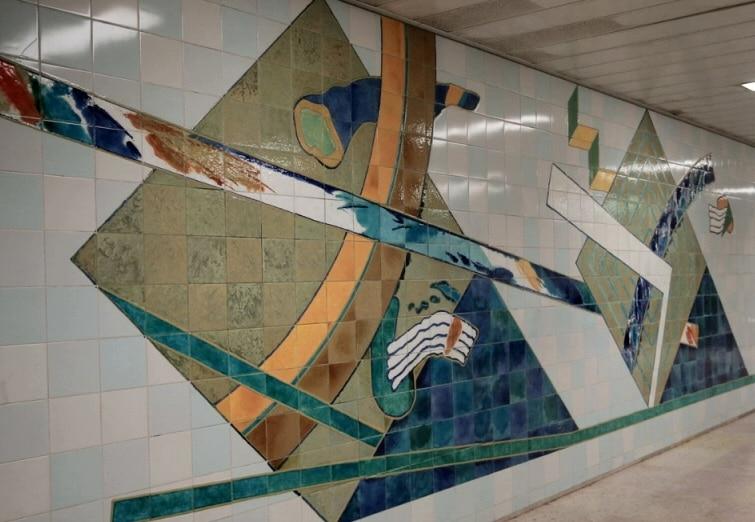 murs azulejos métro